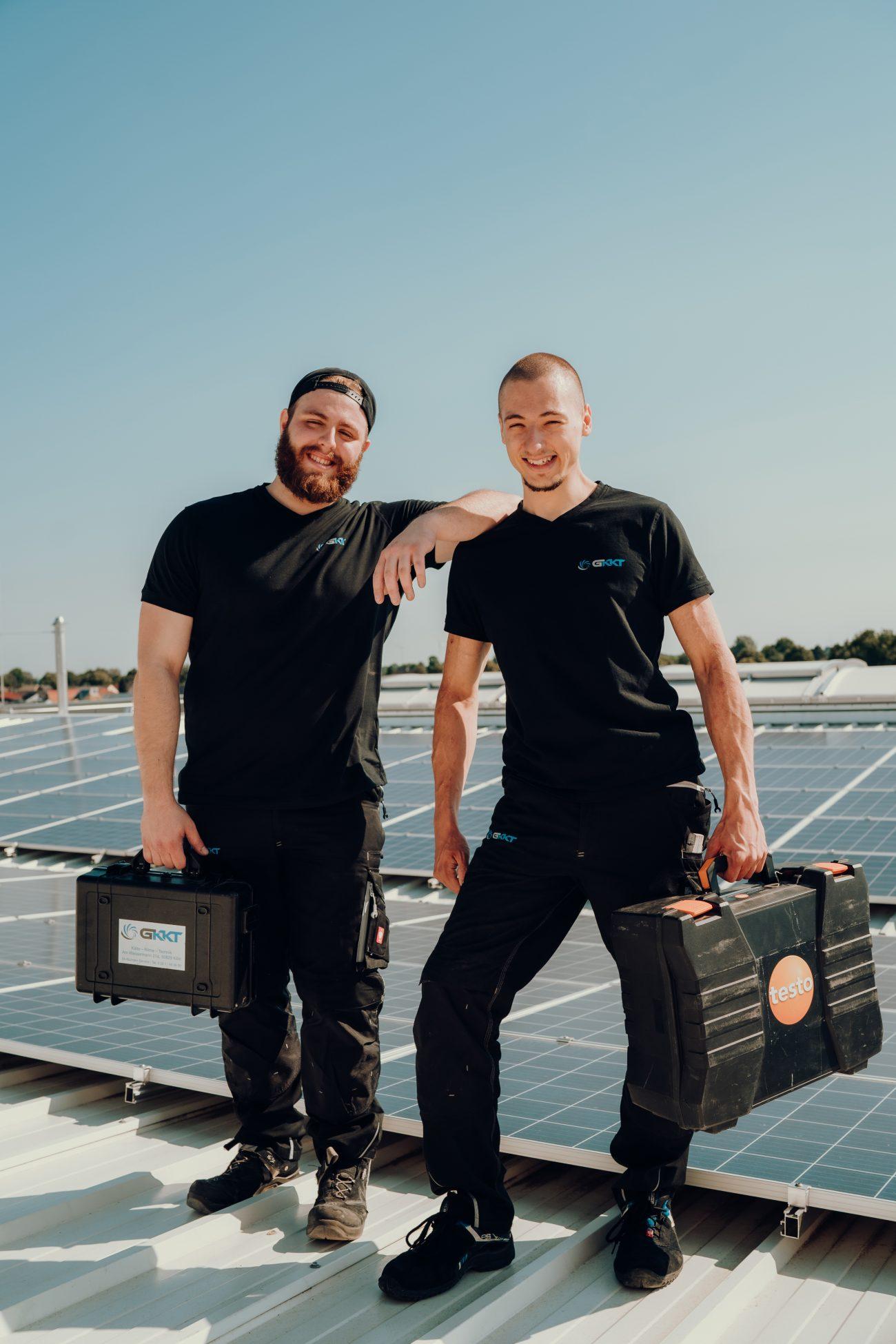 Zwei Kälteanlagenbauer auf der Suche nach neuen Kollegen in Köln