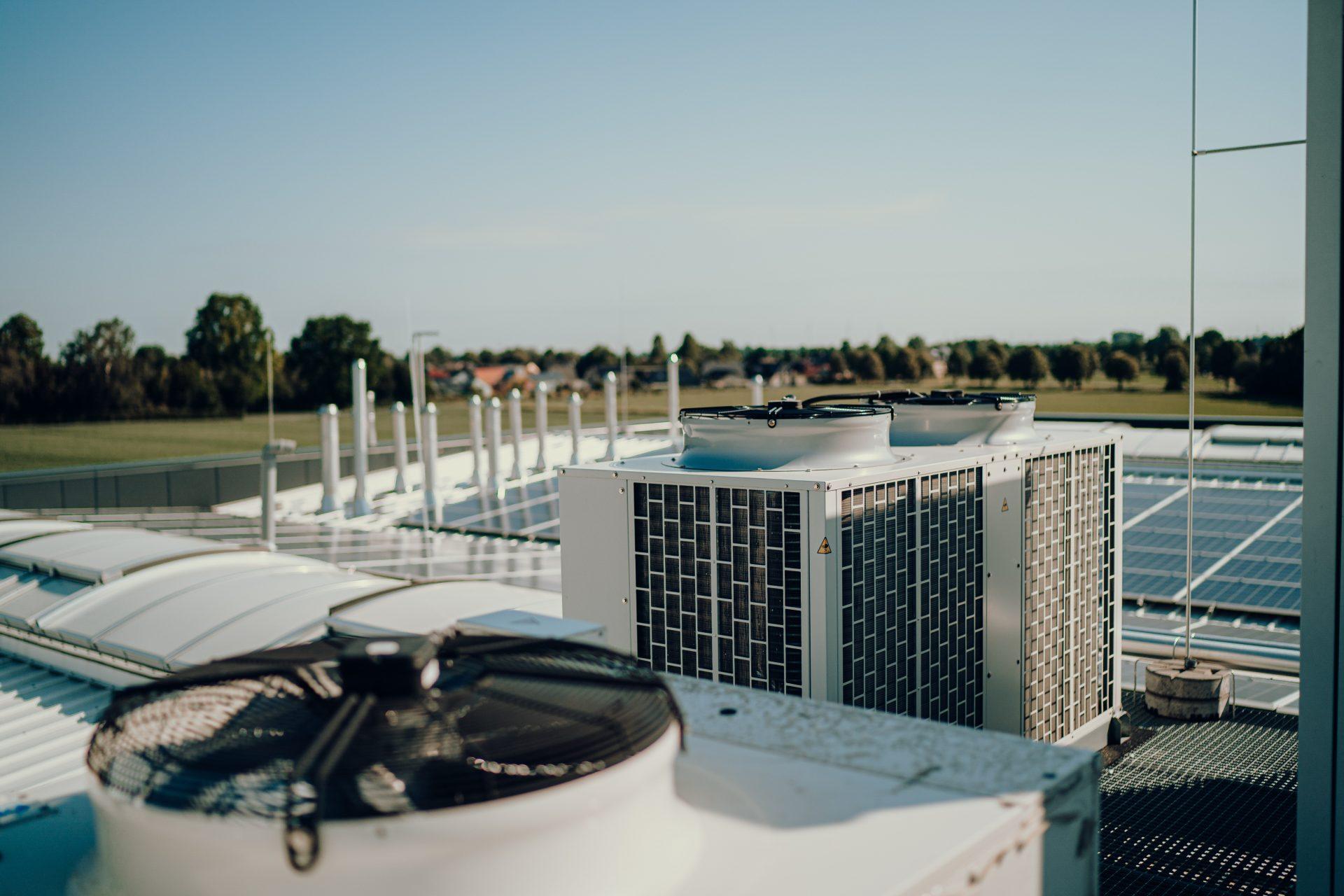 Klimatechnik mit Kühleinheit als Dachkonstruktion in Köln